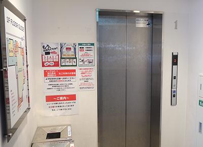 エレベーターで2階へ